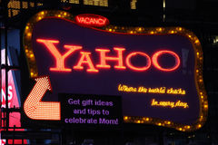 Yahoo signent dedans le Times Square, New York City Photos stock