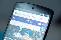 Yahoo-website op Google-Samenhang 5 Stock Foto's