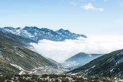 Yajiagengberg cloudscape royalty-vrije stock fotografie