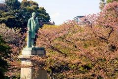 Yajiro Shinagawa古铜色雕象在靖国神社的 库存图片