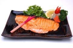 Yaki Salmon ou Salmon grelhado do shio no fundo branco Fotos de Stock Royalty Free