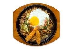 Yakisoba, japonês fritou macarronetes foto de stock royalty free