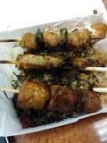 Yakitori en el arroz imagenes de archivo