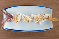 Yakitori: espetos japoneses do calamar Fotografia de Stock