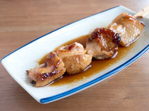 Yakitori: Japaner aufgespießtes Huhn Lizenzfreie Stockfotos