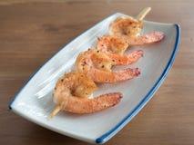 Yakitori: O japonês skewered camarões dos camarões Fotografia de Stock
