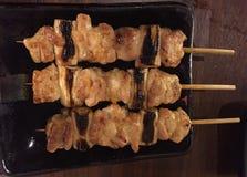 Yakitori ou vara grelhada da galinha Fotos de Stock