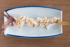 Yakitori: pinchos japoneses del calamar Fotografía de archivo