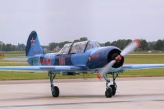 Yakovlev yak-52 ryssflygplan Arkivfoton