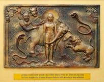 Yaksaen Sulapani försöker att reta Bhagavan Mahavira, medan absorberat i djup meditation Fotografering för Bildbyråer