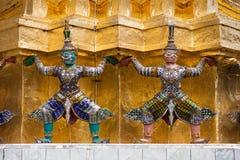 Yaksha-Dämonen auf goldenem Chedi bei Wat Phra Kaew lizenzfreies stockfoto