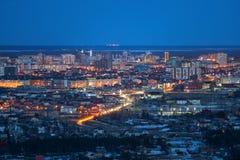 Yakutsk stadspanorama på skymning royaltyfri fotografi