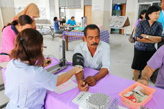 YALA,泰国- 2017年8月15日:核对由医生的身体检查 库存图片
