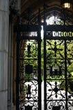 Yale University: puerta del hierro labrado Foto de archivo