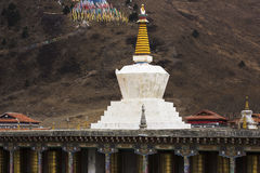 Yalla снег-покрыло вызванные горы, тибетской «волной Xia Xueya LaGa» Стоковые Изображения RF