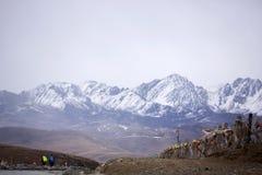 Yalla снежк-покрыло вызванные горы, тибетской «волной Xia Xueya LaGa» Стоковое фото RF