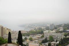 Yalta in de mist Stock Afbeeldingen