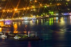 Yalta nattsjösida med ljus. Krim Ukraina Royaltyfri Foto