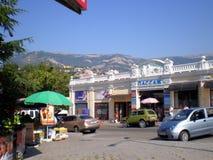 Yalta odzieży rynku ` przejścia środkowy ` Zdjęcia Stock
