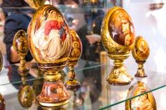 YALTA, UCRÂNIA - 16 DE MAIO: Art Exhibition dos artistas imagem de stock
