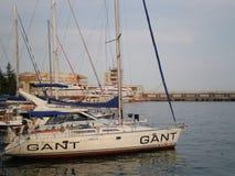 Yaltahaven met jachten stock foto's