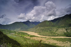 yaluzangbu Тибета ландшафта каньона Стоковая Фотография RF