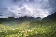 yaluzangbu Тибета ландшафта каньона Стоковое Изображение