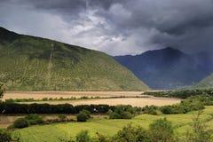 yaluzangbu Тибета ландшафта каньона Стоковые Изображения RF