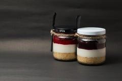 Yam Strawberry bottenexponeringsglas på svart bakgrund Royaltyfria Foton