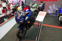 Yamaha-Motorrad auf Anzeige Lizenzfreies Stockfoto