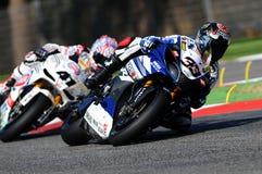 Yamaha YZF R1 da equipe do Superbike do mundo de Yamaha, conduzido por Marco Melandri na ação durante a prática do Superbike em I Imagens de Stock
