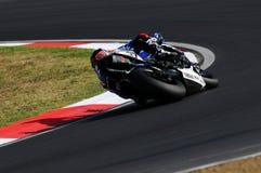 Yamaha YZF R1 da equipe do Superbike do mundo de Yamaha, conduzido por Marco Melandri na ação durante a prática do Superbike em I Fotografia de Stock