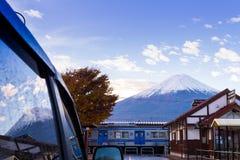 Yamanashi, JAPAN - 21 NOV. 2016, fujiberg op blauwe hemel en Royalty-vrije Stock Foto's
