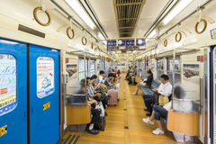 Yamanashi, Japan - September 30, 2016: Binnenland van Fujikyu-Forenzentrein die naar Kawaguchiko-Post gaan Stock Afbeelding