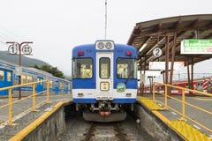 Yamanashi Japan - September 30, 2016: Lokalt drev från den Fujikyuko linjen på den Kawaguchiko stationen Arkivfoton