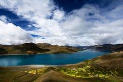 Yamdrok chmurny Jezioro Zdjęcia Royalty Free