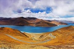 Yamdrok lake in Tibet, China. Yambdrok, referred Sheep Lake, less than 100 kilometers away from Lhasa and Namtso, Ma Yong measures and said the next three holy Stock Image