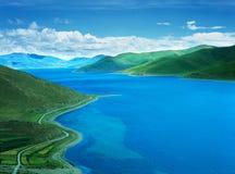 Yamdrok See in Tibet Lizenzfreies Stockfoto
