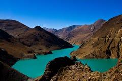 Yamdrok sjö på vägen till Lhasa, Tibet Arkivfoto