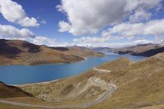 Yamdrok yumtso jezioro obrazy stock