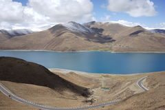 YamdrokTso lake in Tibet Royalty Free Stock Images