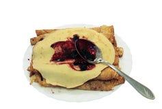 Yammy ha rotolato i pancake con l'ostruzione del mirtillo Fotografie Stock