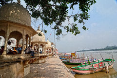Yamunarivier: Ghats van Mathura Stock Afbeeldingen