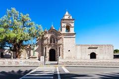 Yanahuara kyrka royaltyfri fotografi