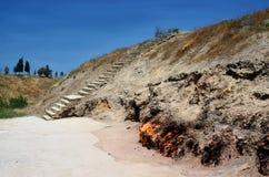 Yanar Dag燃烧的山是在阿普歇伦半岛,里海的一个山坡连续地燃烧的天然气火 库存图片