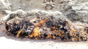 Yanar Dag - montaña ardiendo azerbaijan almacen de video