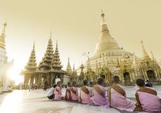 YANGON, ΤΟ ΜΙΑΝΜΆΡ - 25 ΑΠΡΙΛΊΟΥ: Παγόδα Shwedagon σε Yangon στοκ εικόνες