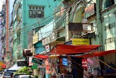 Yangon, το Μιανμάρ - 9 Μαρτίου 2015: Μια άποψη archtecture οδών με το αποικιακό κτήριο στην πόλη Yangon Στοκ Εικόνες