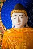 YANGON, MYANMAR - décembre, 14, 2010 : Statue de Bouddha chez Shwedagon Photographie stock libre de droits