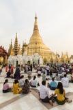 YANGON, MYANMAR, 25 December, 2017: Gouden Shwedagon-Pagode in Yangon Stock Foto's